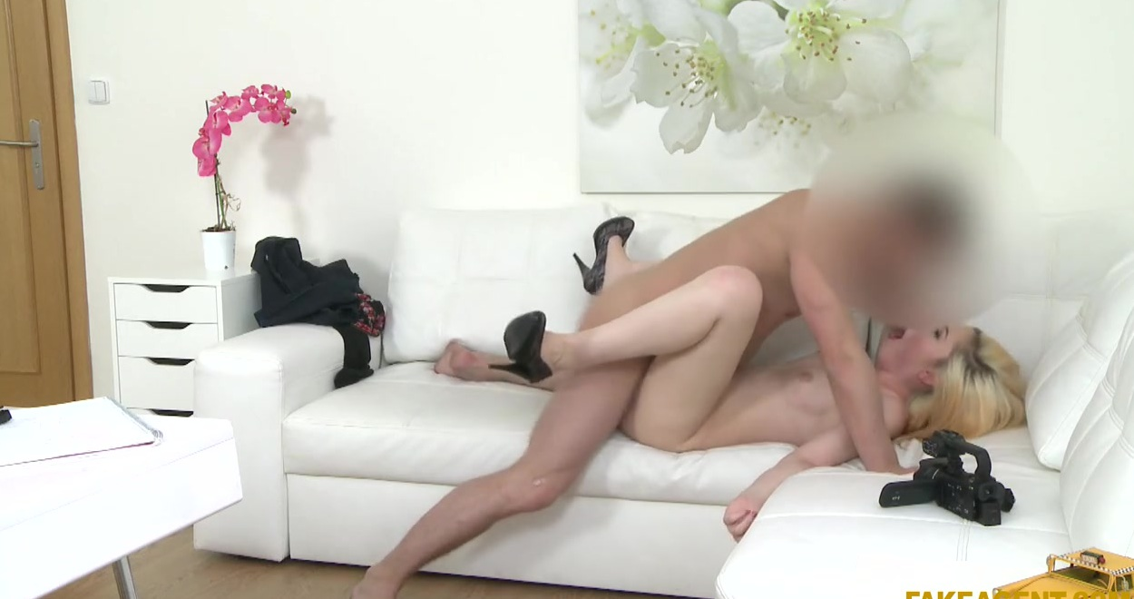 Девушка Пришла На Собеседование - Смотреть Порно Онлайн