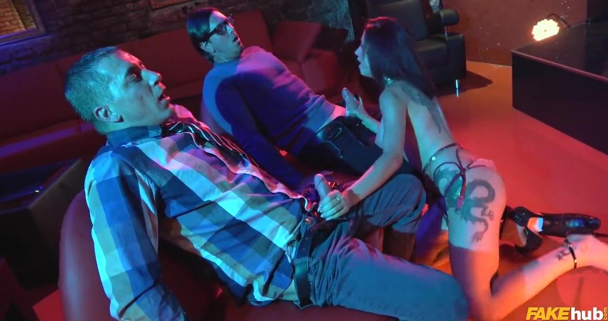 групповое стрептиз в ночных клубах