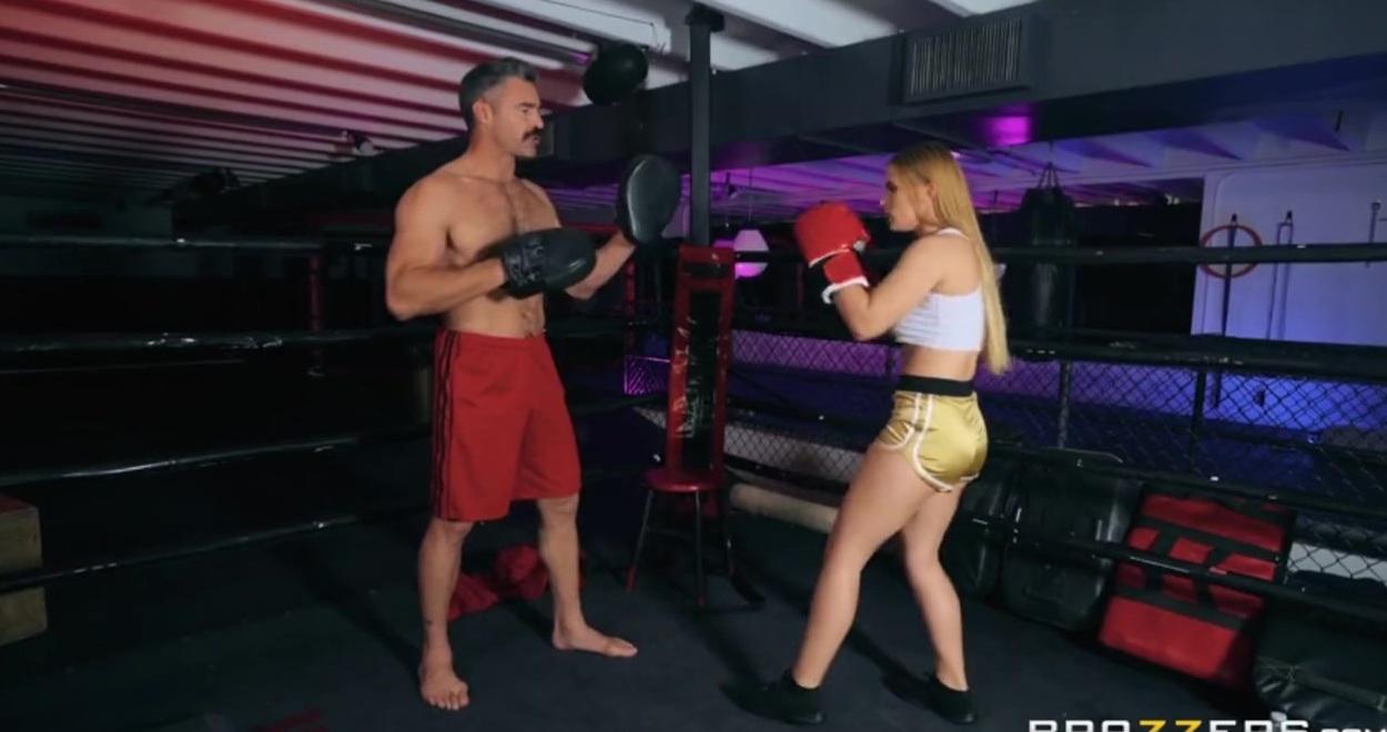Чемпионка По Боксу И Супергерой Трахаются На Ринге Онлайн
