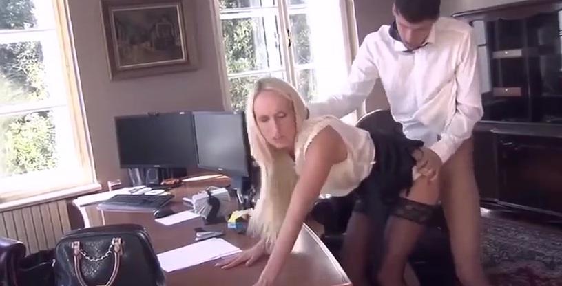 Секс В Чулках На Работе